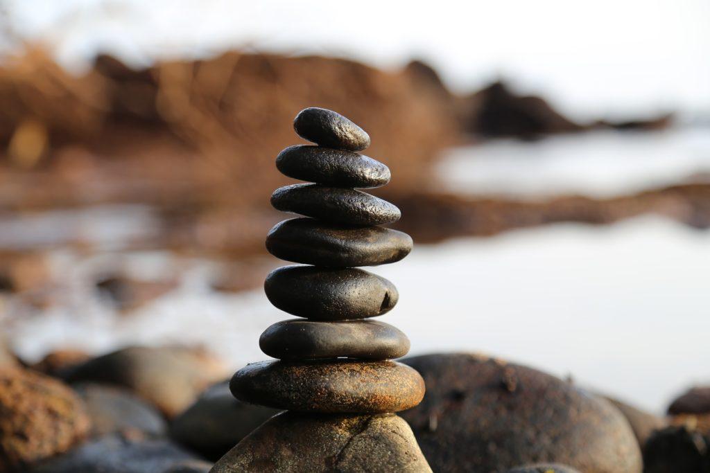 バランスを取っている石