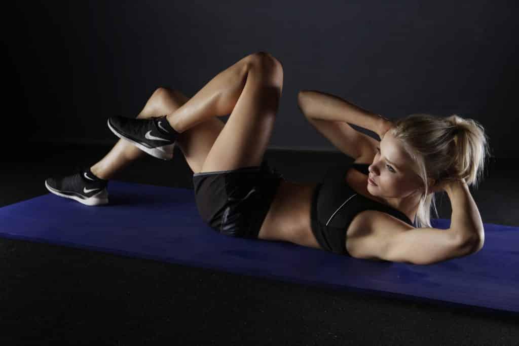 HIITトレーニングをする女性